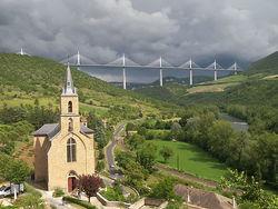 le viaduc de Millau dans l'orage (Peyre)